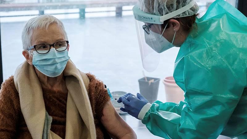 Sanidad propone vacunar con una tercera dosis a mayores en residencias y otras personas vulnerables desde el 4 de octubre