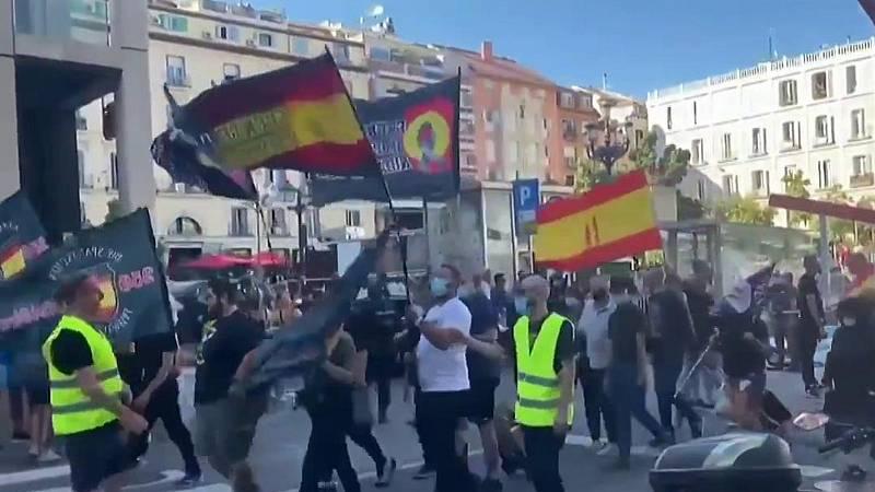 Un grupo de extrema derecha se manifiesta en Madrid en contra del colectivo LGTBI