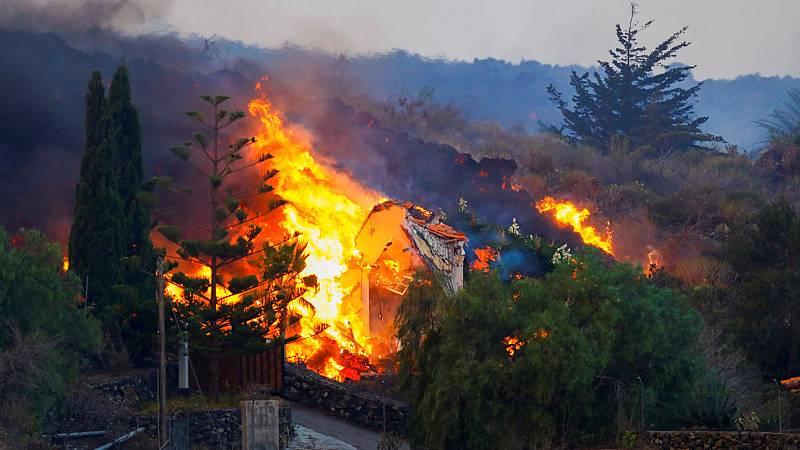 Un centenar de casas arrasadas por el volcán