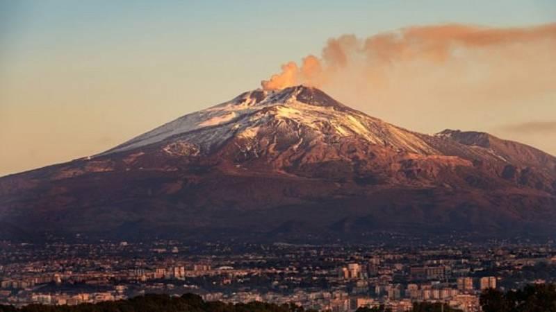El Etna vuelve a entrar en erupción sin peligro para la población - Ver ahora
