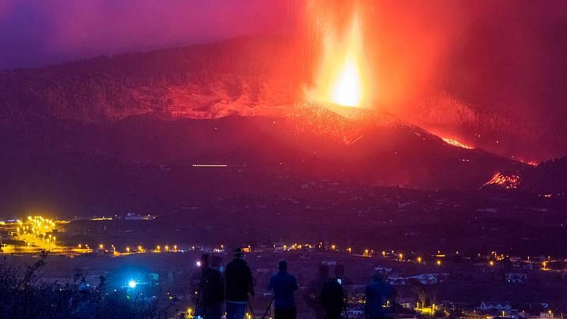 """Carmen López, directora del Observatorio Geofísico Nacional: """"Hay una emisión importante de lava"""" - Ver ahora"""