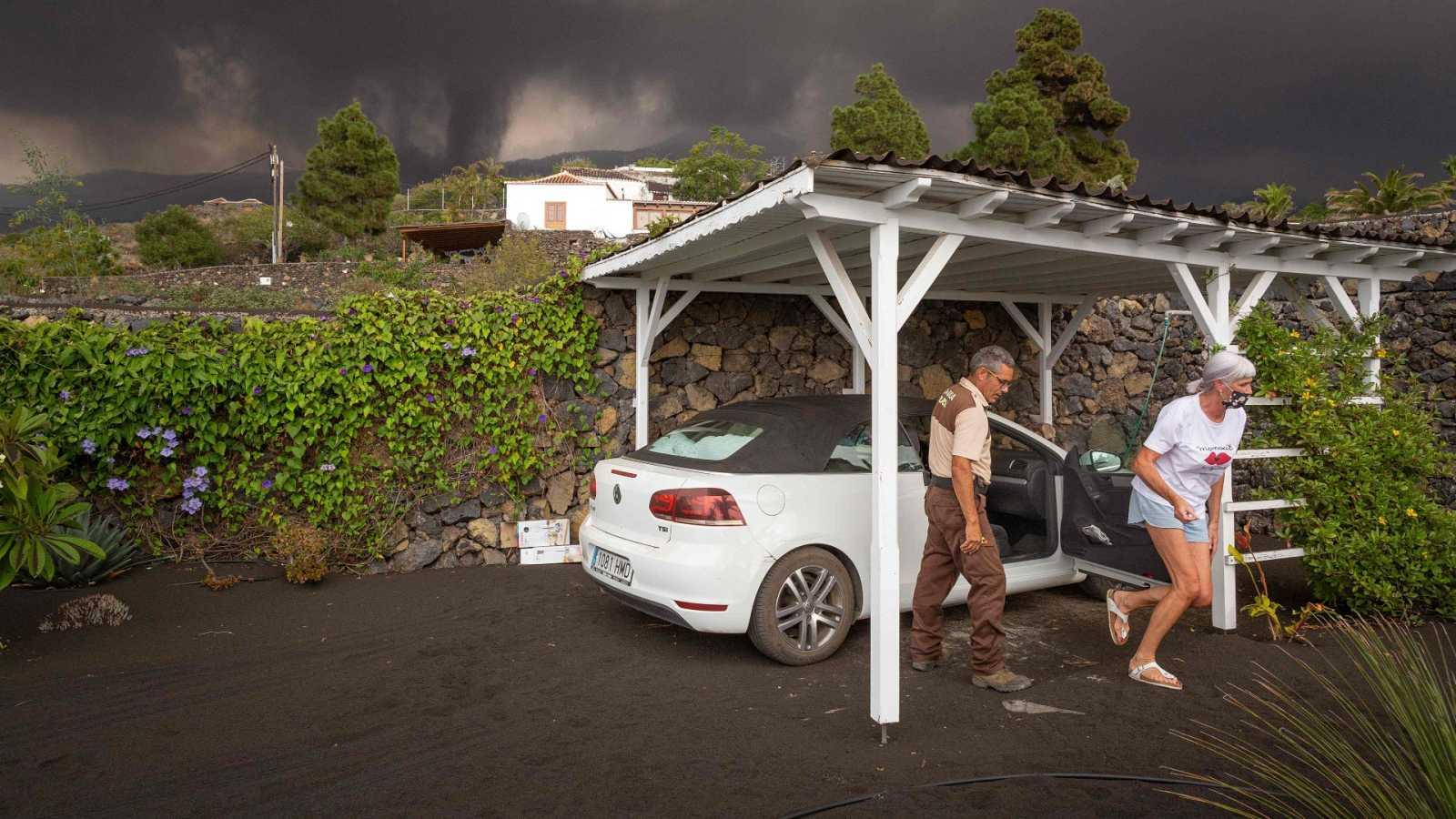 La difícil búsqueda de un techo en La Palma tras la evacuación por el volcán