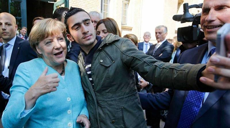 Anas Modamani, el refugiado sirio del viral 'selfie' con Merkel, seis años después