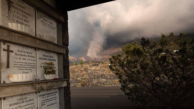 La colada de lava arrasa con la iglesia de Todoque