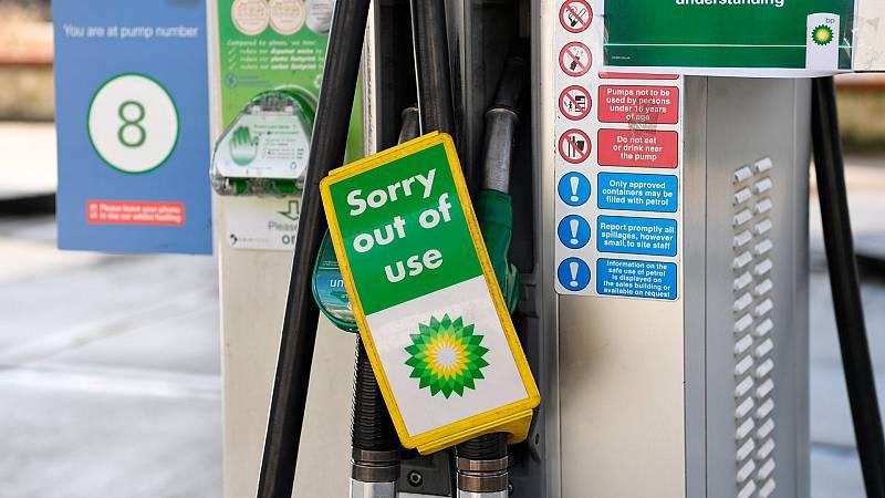 Reino Unido trata de solucionar la crisis de abastecimiento de combustible con nuevos visados para transportistas