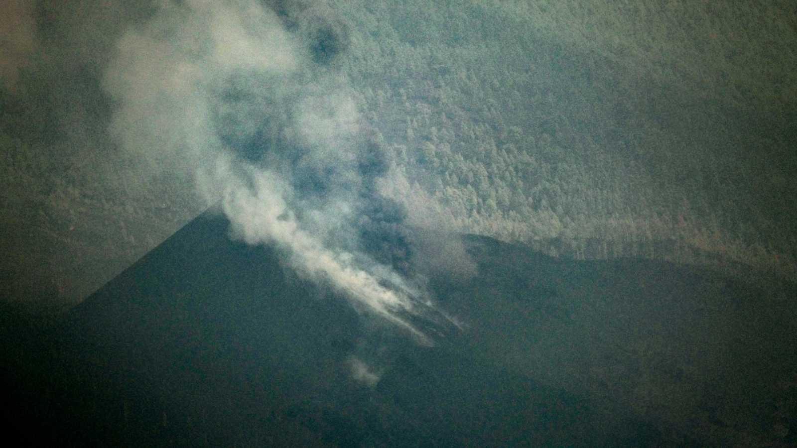 El volcán vuelve a activarse tras un periodo de recarga - Ver ahora