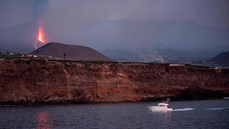 La posible llegada de la lava al mar mantiene cuatro barrios confinados - Ver ahora