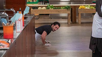 Bustamante nos regala unas bonitas flexiones en cocinas