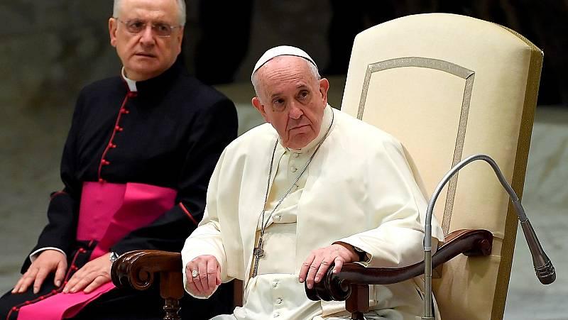 """El papa Francisco muestra su """"vergüenza"""" por la incapacidad de la Iglesia ante los casos de pederastia"""