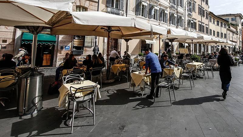 De apoyo temporal a la hostelería a problema de convivencia vecinal: el dilema de qué hacer con las 'terrazas covid'