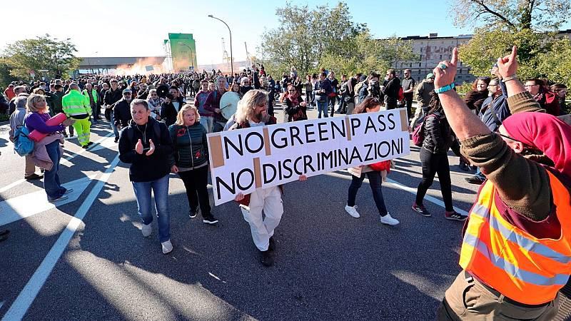 Protestas en Italia contra la obligación de presentar el pase sanitario en el trabajo - Ver ahora