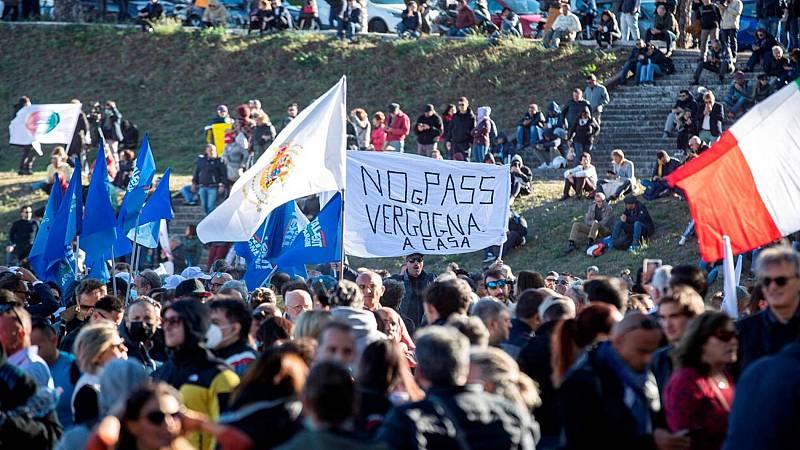 Manifestaciones y protestas en Italia tras la implantación el pasaporte COVID para trabajar
