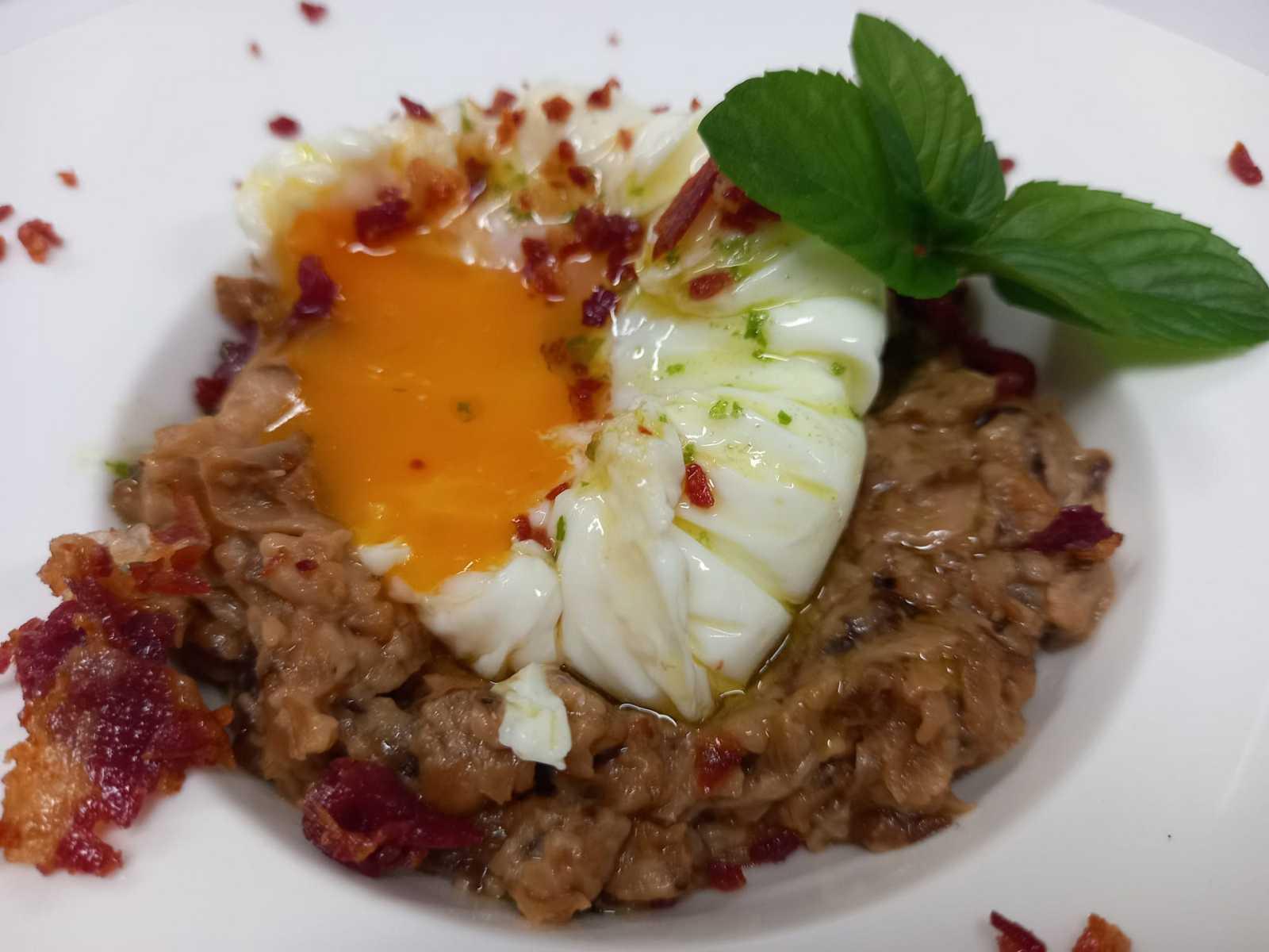 Receta de Sergio Fernández: paté de setas con huevo poché
