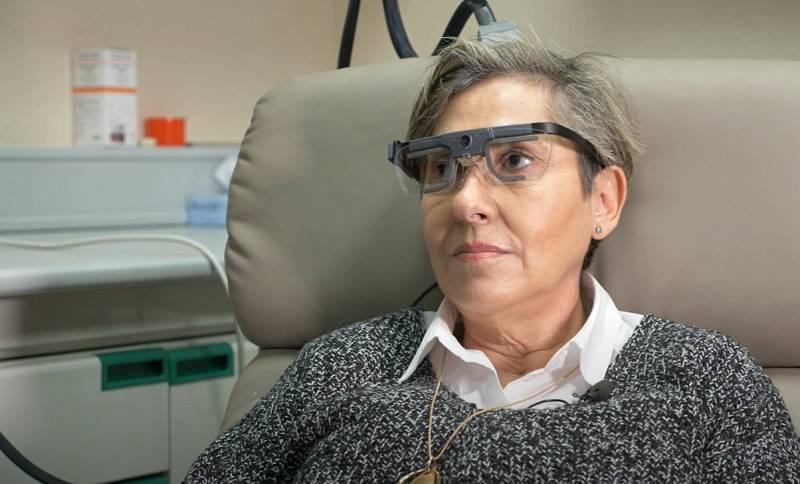 Una mujer ciega logra ver formas gracias a un implante cerebral