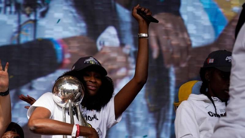 """Astou Ndour: """"El anillo de la WNBA es el premio a muchos años de trabajo"""""""