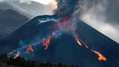 El volcán de Cumbre Vieja derrama una nueva colada y aparece otro foco emisor