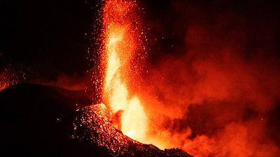 Día de máxima actividad del volcán con varios colapsos del cono eruptivo
