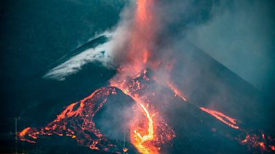 El volcán cambia su morfología y eleva 10 cm el suelo