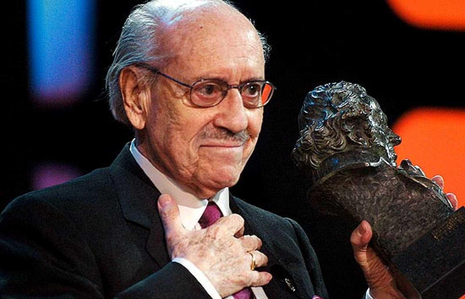 El cine español rindió tributo a José Luis López Vázquez con la entrega del Goya de Honor en 2004, un premio a la brillante carrera de uno de los actores más destacados del cine español de todos los tiempos.