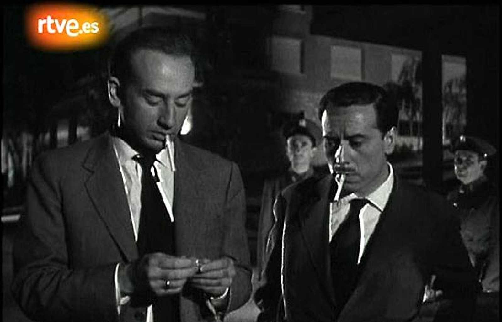 Dirigida por José María Forqué, '091 policía al habla' reunió a José Luis López Vázquez, Tony Leblanc y Adolfo Marsillach, entre otros grandes mitos del cine español.