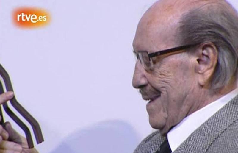 López Vázquez fue galardonado con el Fotogramas de Plata en 2006 por su carrera artística, por la que también recibió en Goya de Honor en 2004.