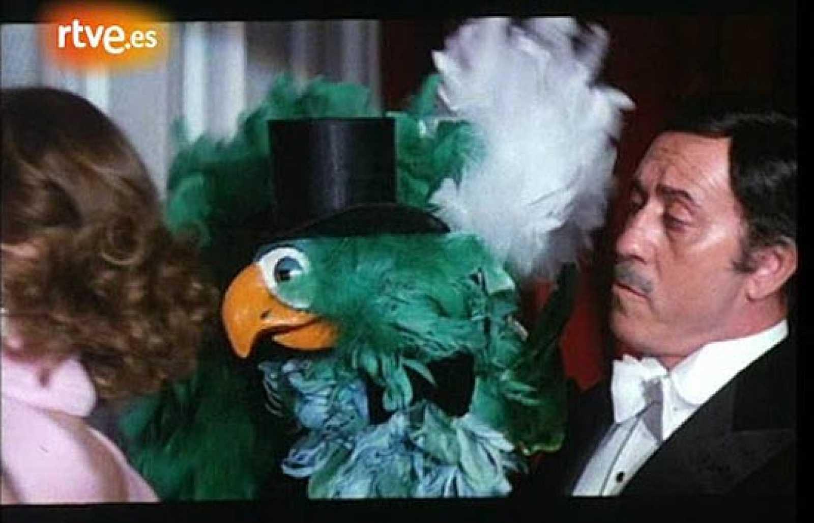 José Luis López Vázquez es el ventrílocuo Serafín Torrejón en 'Zorrita Martínez', película rodada en 1975 por Vicente Escriva. El actor comparte escena con Nadiuska y Barbara Rey.