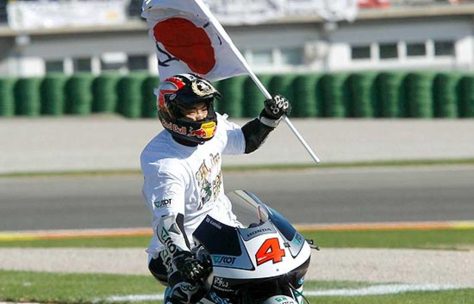 Simoncelli ha estado a punto de arrebatar el título mundial de 250 cc a Aoyama en la última carrera del Mundial.