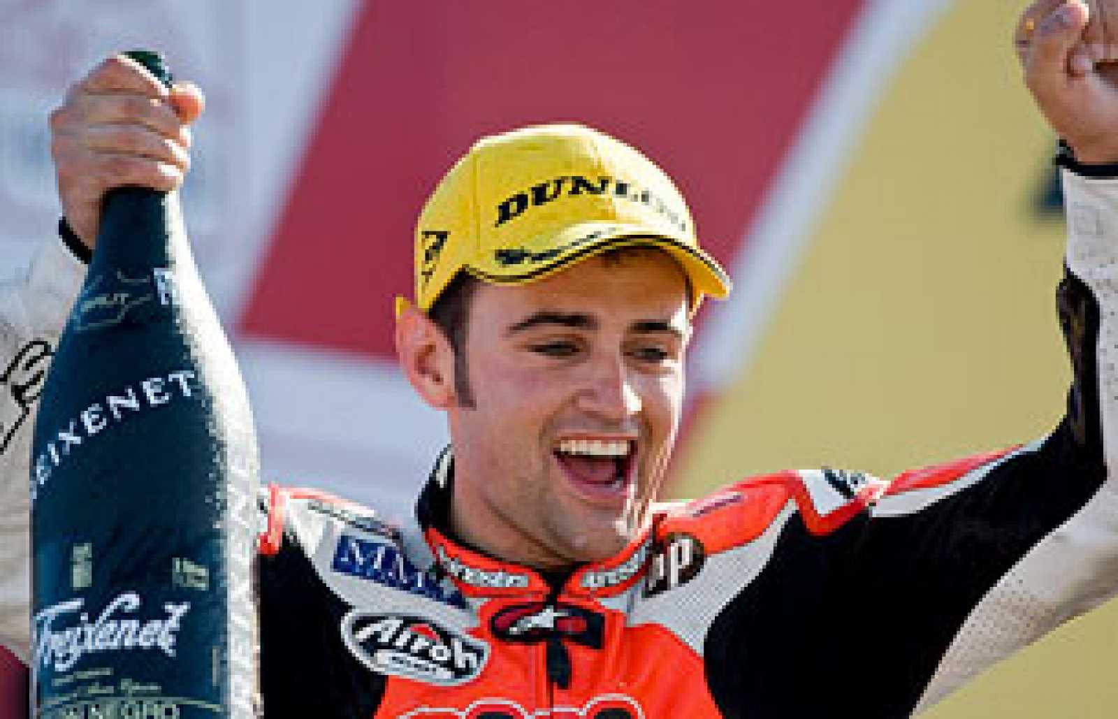 Héctor Barberá se ha impuesto en el GP de Valencia y ha conseguido el subcampeonato en el podio final de la temporada en 250 cc.