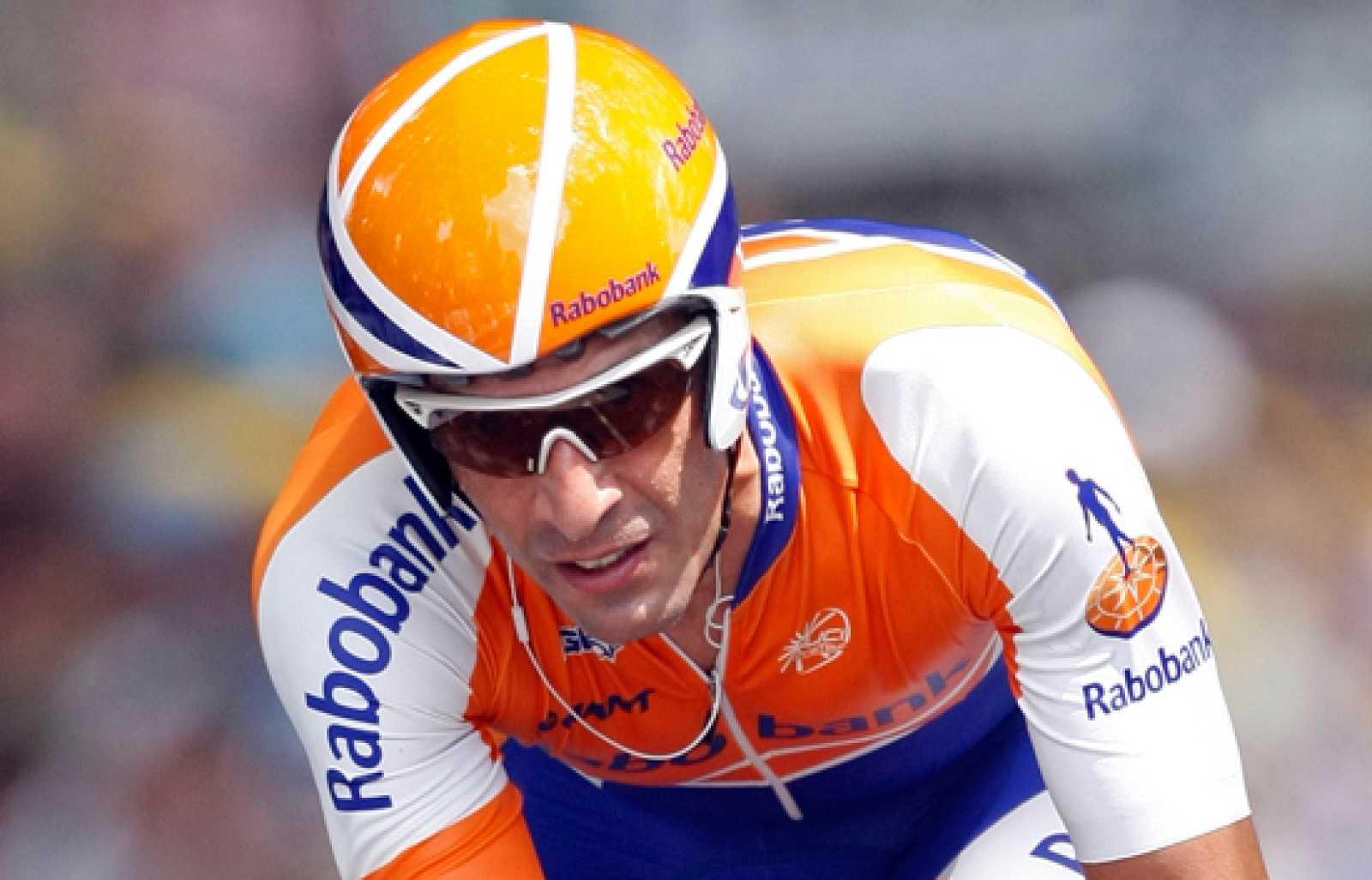 El ciclista Juan Antonio Flecha sube el Rat Penat, que se estrenará en la Vuelta 2010, para TVE.