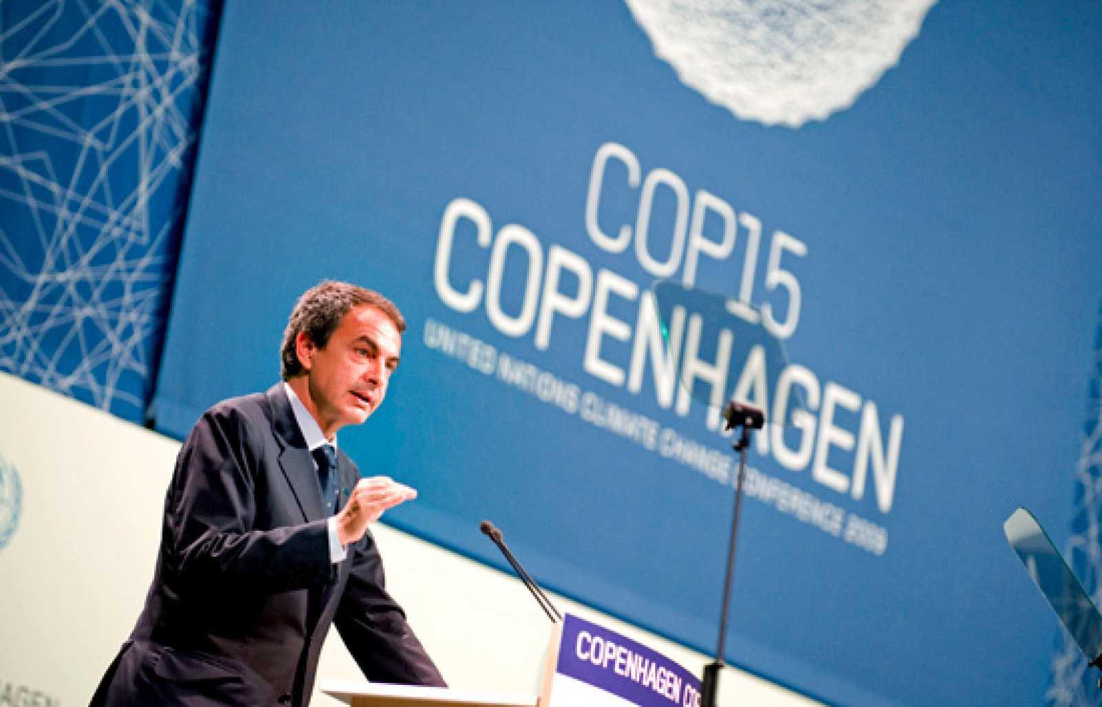 """El presidente del Gobierno, José Luis Rodríguez Zapatero, ha expresado que """"la tierra no pertenece a nadie, solo al viento"""". Con esta frase poética ha cerrado su intervención ante el plenario de la Cumbre de Copenhague, donde ha pedido -especialmente"""