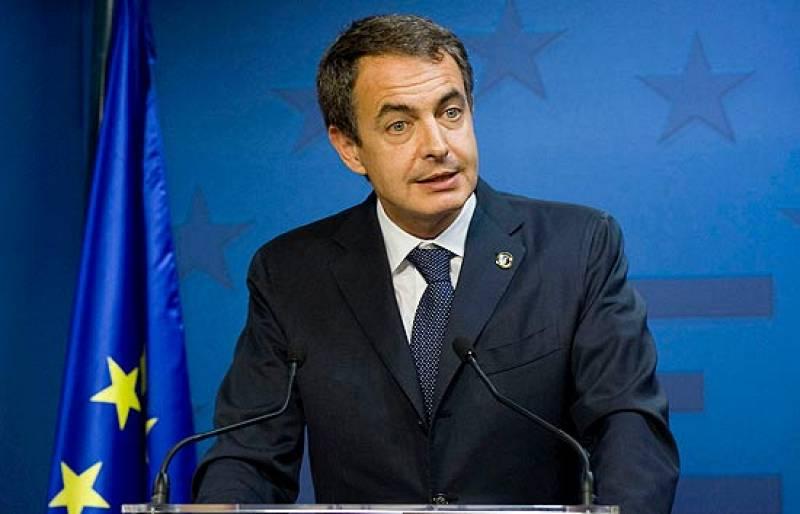 Zapatero se reúne con González, Delors y Solbes para abordar la crisis en Europa