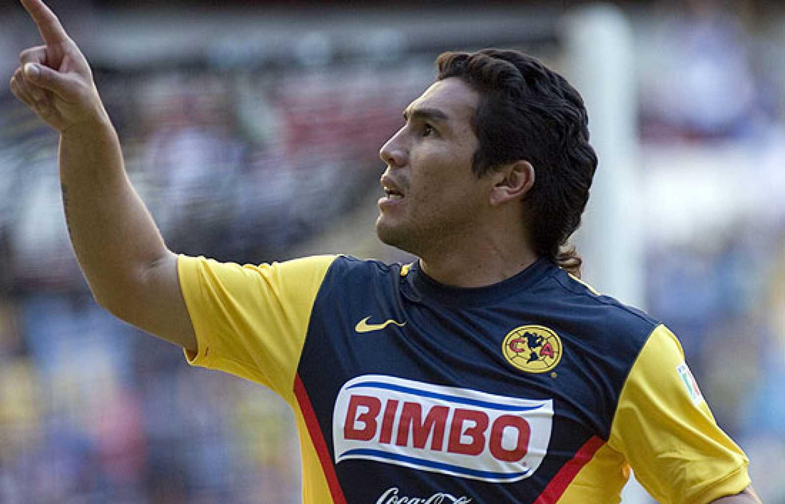 El futbolista paraguayo Cabañas mejora