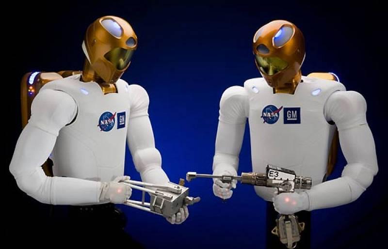 Son los astronautas del futuro, robots creados para ayudar a los humanos en misiones espaciales peligrosas. La NASA y General Motors trabajan juntos para desarrollar estos androides y utilizarlos en la industria automovilística y aeroespacial.El mode