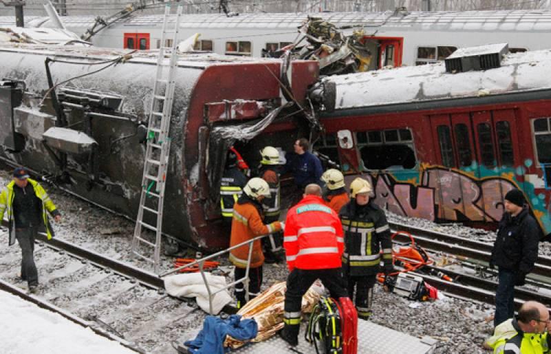 Al menos 20 personas han muerto en un choque de dos trenes a las afueras de Bruselas.