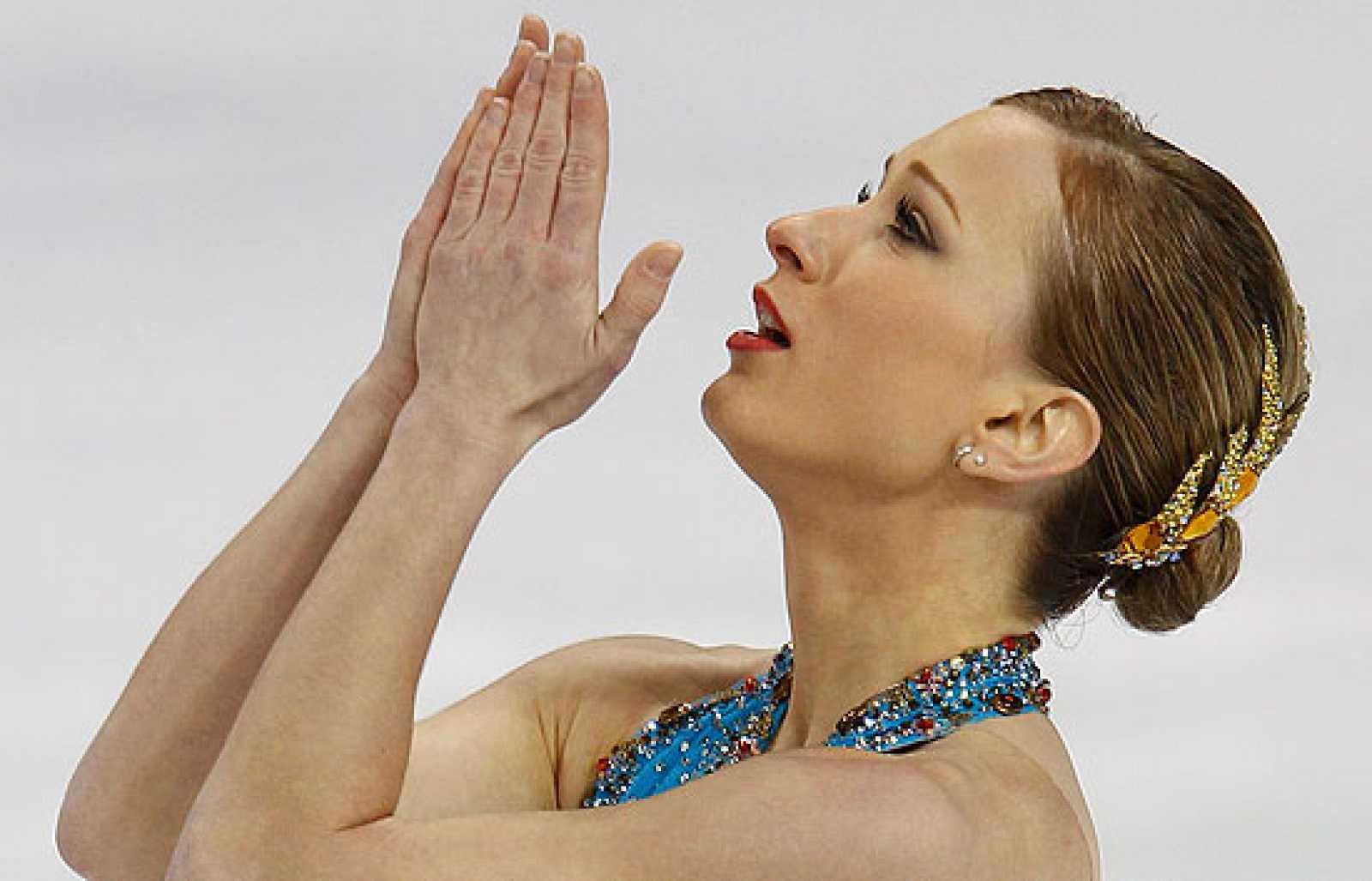 La heroína de los Juegos Olímpicos de Vancouver, Joannie Rochette, gana la medalla de bronce para poder dedicársela a su madre recién fallecida.