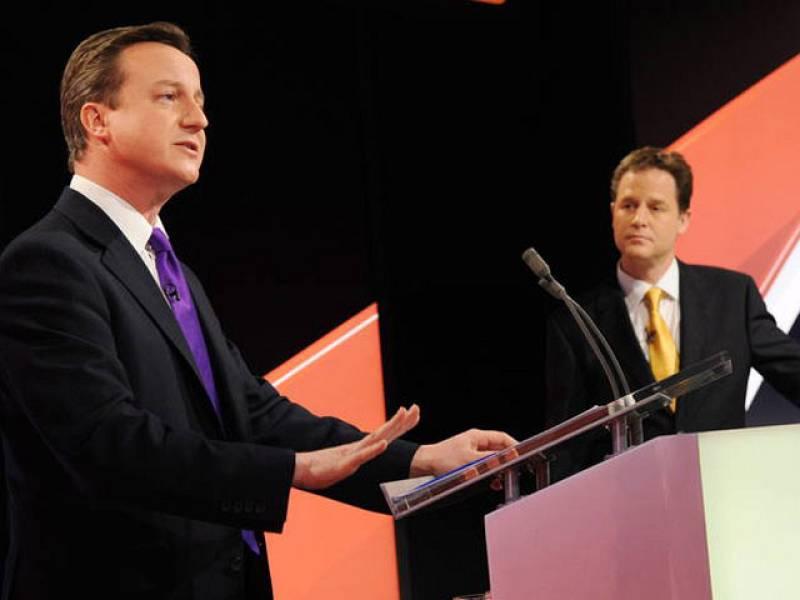 Cameron minimiza el 'efecto Clegg' en el segundo debate electoral británico