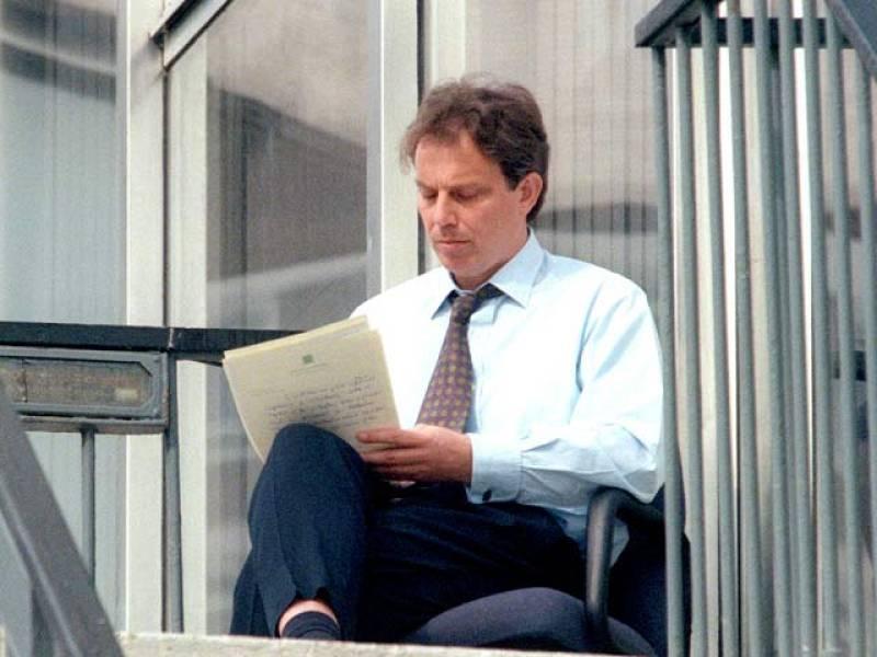 El líder del Nuevo Laborismo, Tony Blair, logró una histórica victoria en 1997, devolviendo al centro izquierda británico el Gobierno tras 18 años de gobierno conservador.