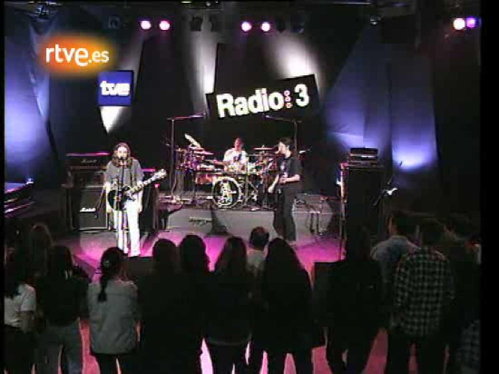 Rosendo: 'Échale coraje', en Los Conciertos de Radio3. Así presentaba el cantante su disco 'A trancas y barrancas' en los Conciertos de Radio 3.