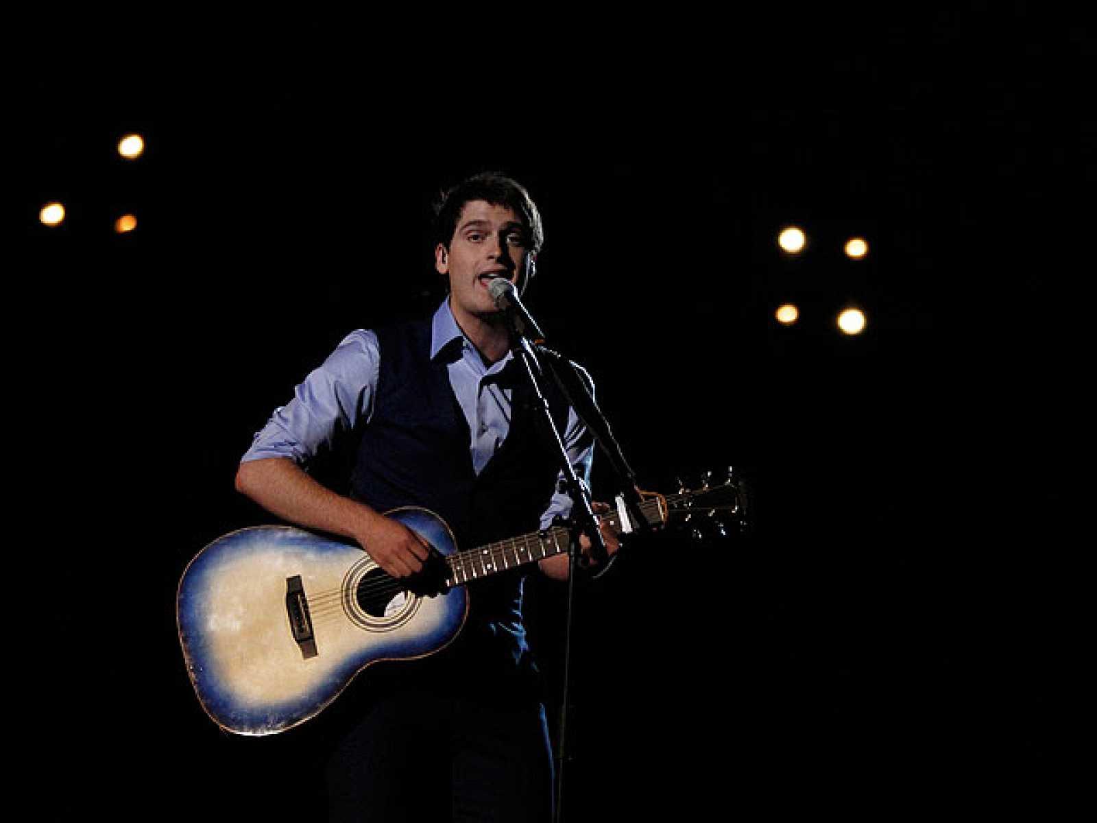 """Actuación de Bélgica, Tom Dice, """"Me and my Guitar"""" en la priemra semifinal"""