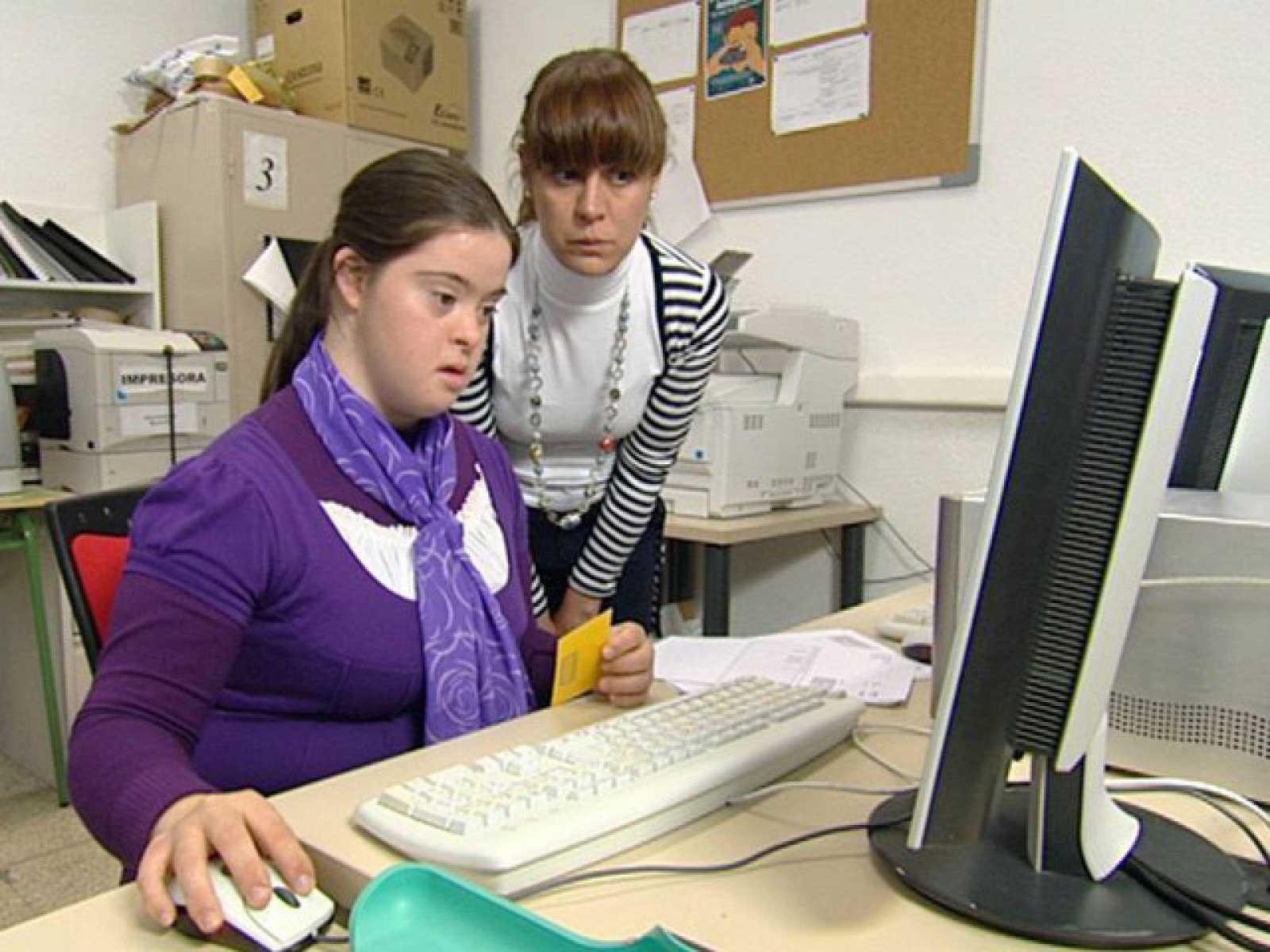 El mundo se mueve contigo / Tecnosoluciones: formación de los discapacitados intelectuales