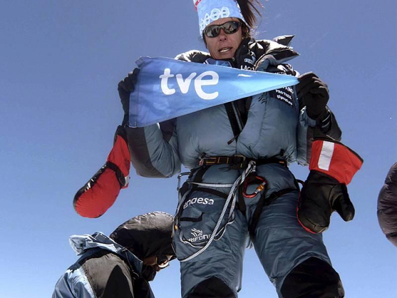"""La primera española en hollar las 14 cimas más altas del mundo, Edurne Pasabán, ha estado en el TD2. La tolosarra ha querido agradecer el apoyo sin el cual no habría podido conseguir la gesta. """"Como en otros ambitos, te ves obligada a dejar muchas c"""