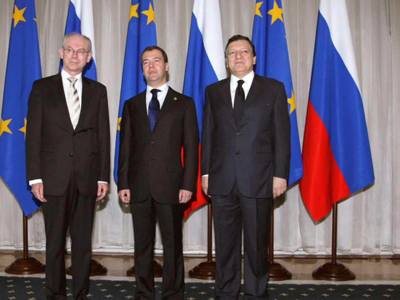 """Durante la cumbre UE-Rusia en Rostov-on-Don han pedido una investiación """"completa e imparcial"""" sobre el ataque a la flotilla humanitaria que se dirigía a Gaza. El presidente del Consejo, Herman Van Rompuy, ha calificado de """"inexplicable"""" la muerte de"""