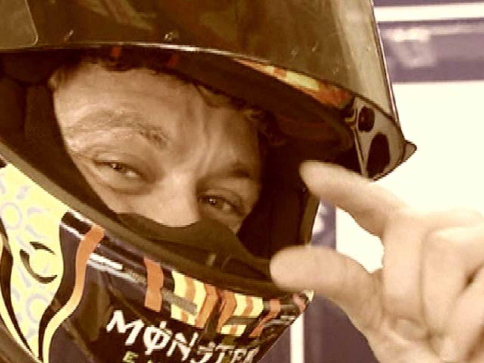 El equipo de MotoGP de RTVE ha querido mandarle un mensaje de ánimo a Valentino Rossi para que se recupere cuanto antes.