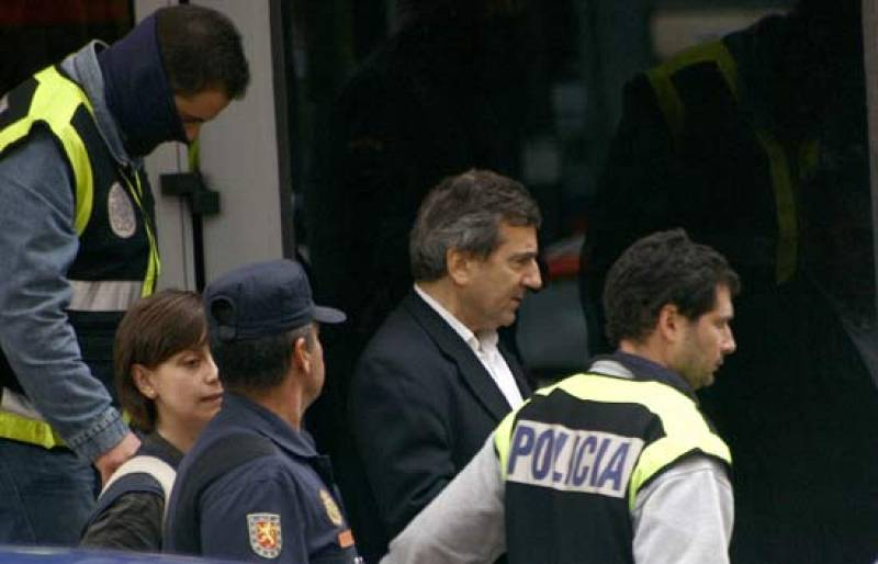 Comando Actualidad investiga la situación vivida en Coslada bajo la presunta trama de corrupción policial (17/05/08).