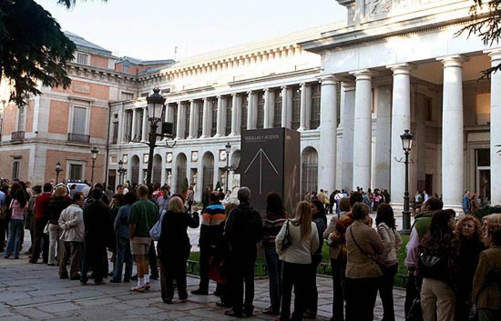 La Noche de los Museos atrae a miles de visitantes a los centros de arte (18/05/08).