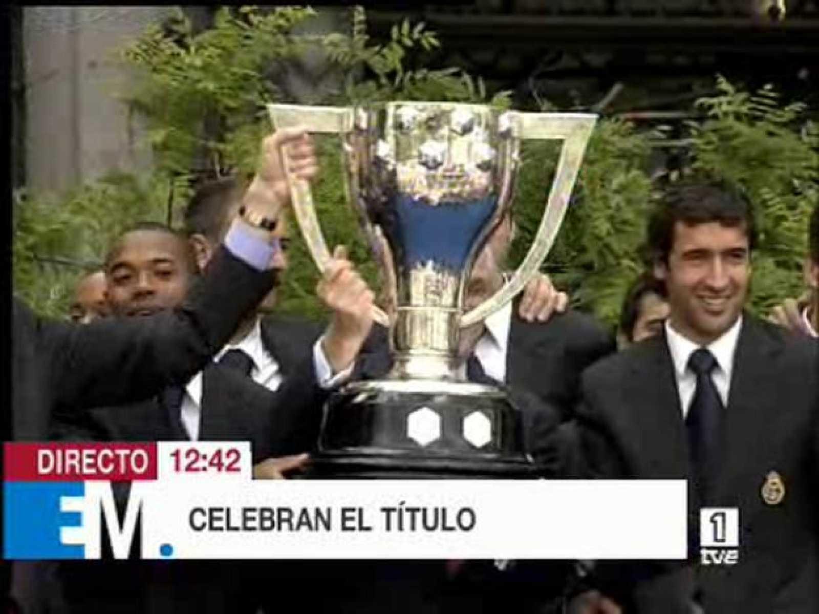 El equipo del Madrid celebra su título de Liga en el Ayuntamiento de la ciudad