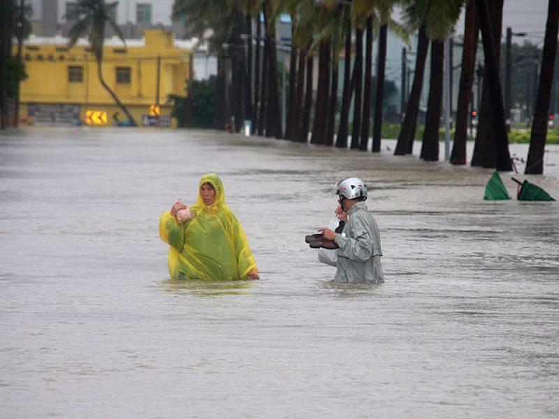 """El """"Fanapi"""" ha causado tres muertos y un centenar de heridos a su paso por Taiwán, mientras avanza hacia las costas chinas, donde las autoridades se preparan para la llegada del tifón más destructivo de la temporada monzónica (20/0972010)."""