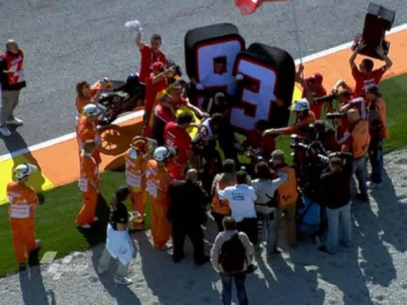 Así ha celebrado Marc Márquez el título mundial de 125cc conseguido en el Circuit Ricardo Tormo de Cheste.