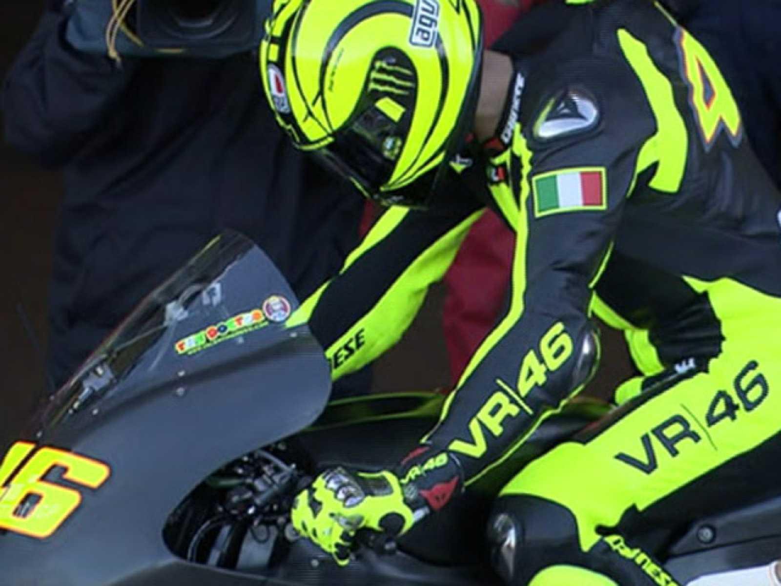 El piloto italiano se ha subido por primera vez a la Ducati Desmosedici con la que competirá a partir del próximo año.