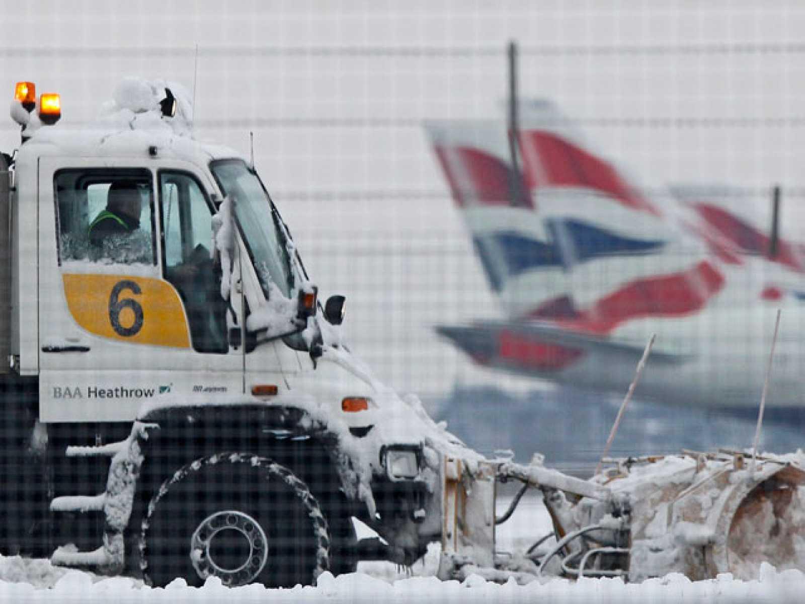 ELtemporal de nieve mantiene en caos el tráfico aéreo en Europa